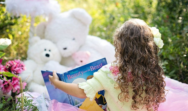 1000 breit little-girl-reading-912380